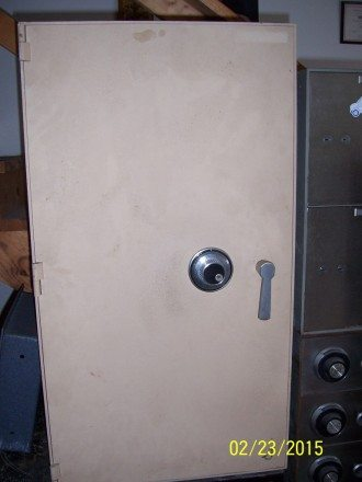 "Utility safe, 1/4 "" plate steel body, 1/2"" plate steel door,"