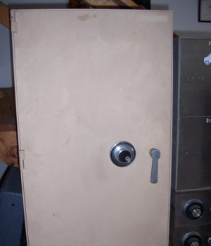 "Utility safe, 1/4 "" plate steal body, 1/2"" plate steal door,"
