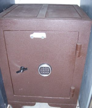 Old safe, moderized, Electronic lock, used safe, Harring's & Ferral's